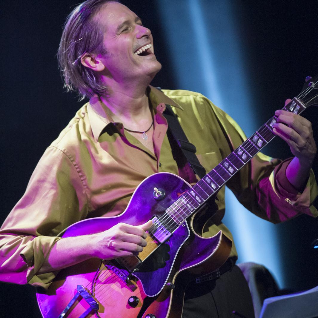 Belgian guitarist Jeanfrançois Prins live photo © Jean-Luc Goffinet